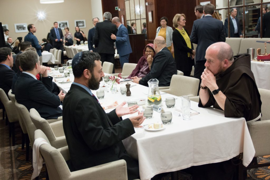 Tretí ročník slávnostnej ramadánskej večere v Bratislave prilákal aj nové tváre
