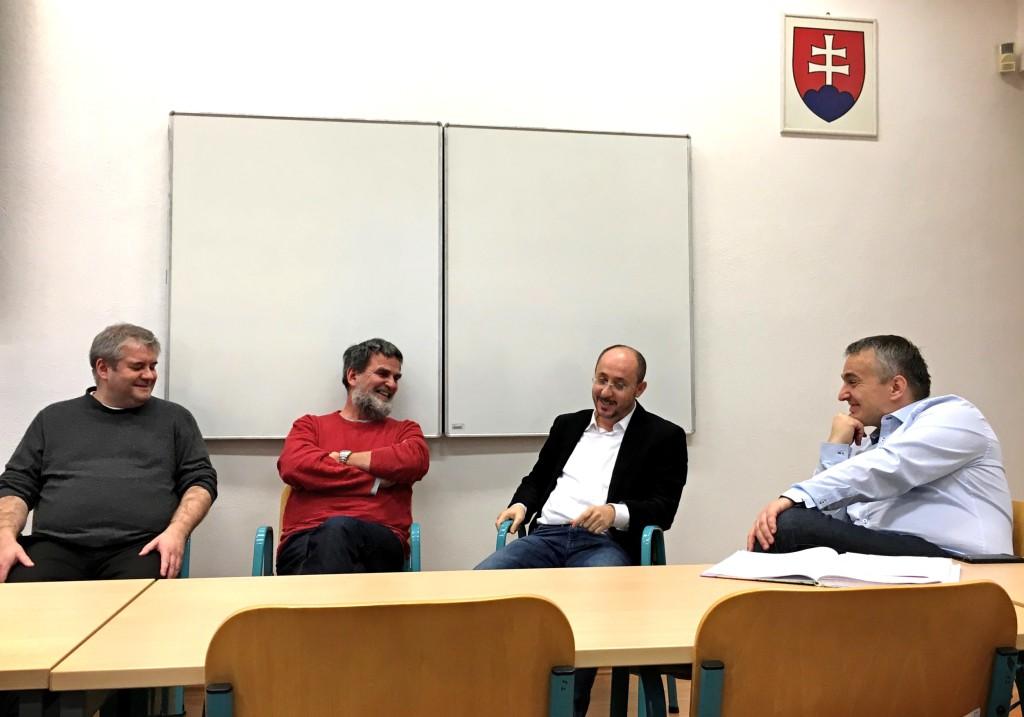 Muslim, kazateľ, vikár a teológ diskutovali v Banskej Bystrici o Bohu
