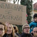 Odporcovia islámu a pomoci utečencom v Prahe ukázali rozdiel medzi virtuálnou a skutočnou bezpečnostnou hrozbou.