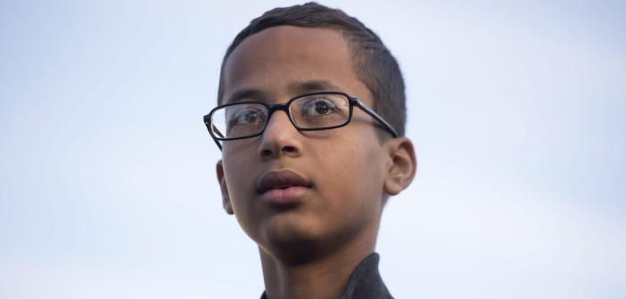 Ahmed, ktorého v škole zatkli, lebo nevideli hodiny lebo bombu, získal štipendium v Katare