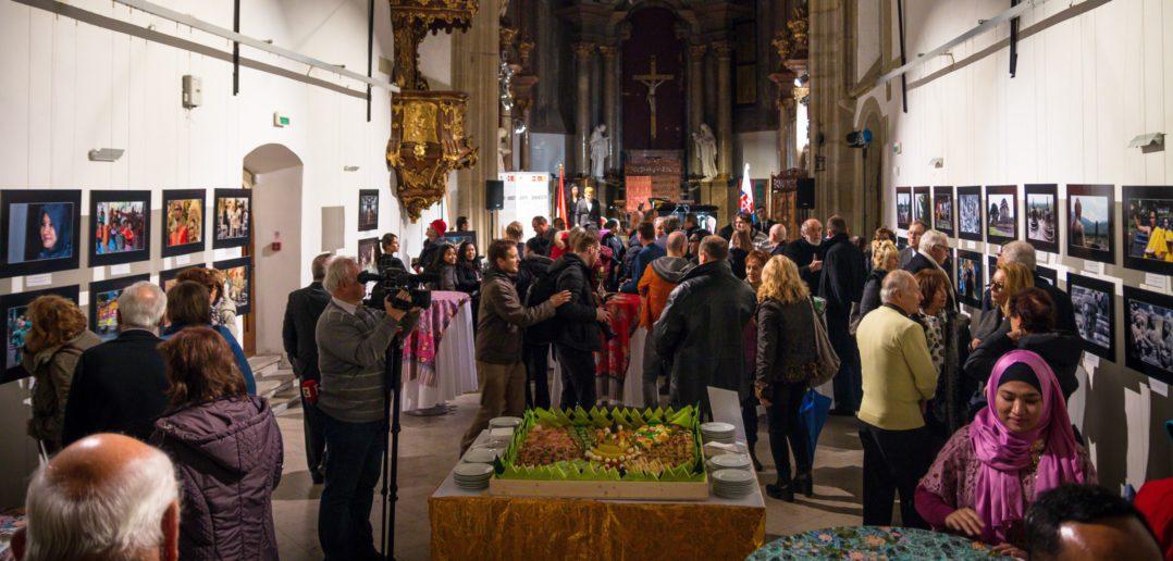 Slovenský fotograf navštívil chrámy šiestich duchovných smerov Indonézie. V Bratislave otvoril výstavu