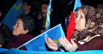 Tatári utekajú z Krymu. Boja sa Rusov