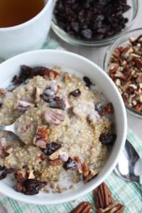 Quinoa s orieškami a sušeným ovocím